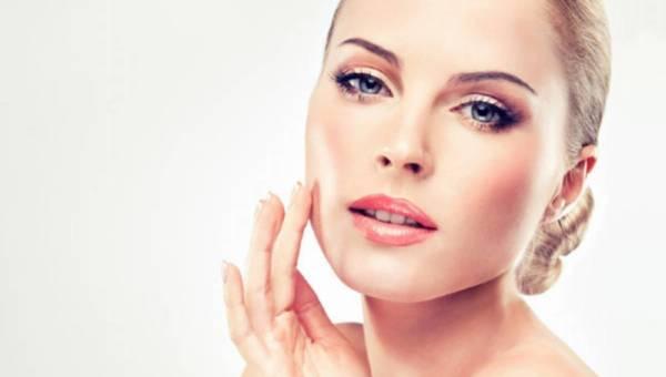 Kosmetyki GOLD THERAPY od Floslek przywrócą Twojej skórze promienny blask