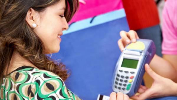 Jakie płatności za granicą: karta czy konto walutowe?