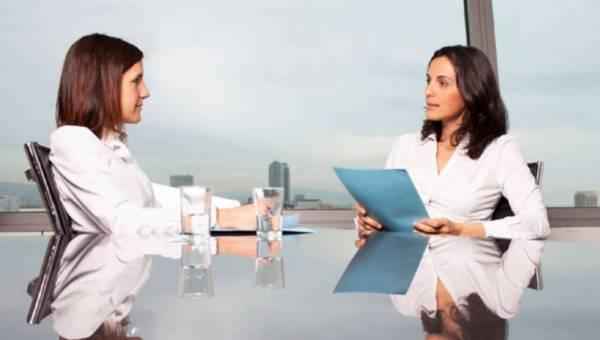 Co powiedzieć podczas rozmowy kwalifikacyjnej? Poznaj 8 zdań, które zawsze warto dodać