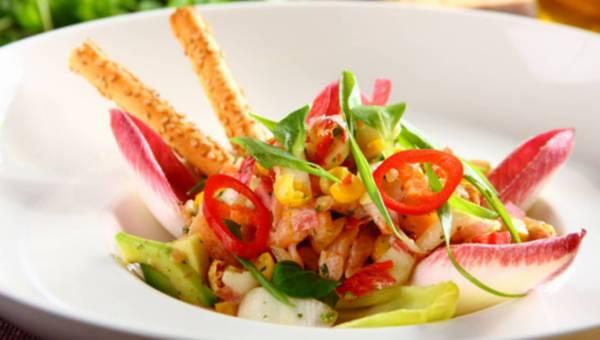 Przepis na: Sałatka z cykorii z marynowanym łososiem