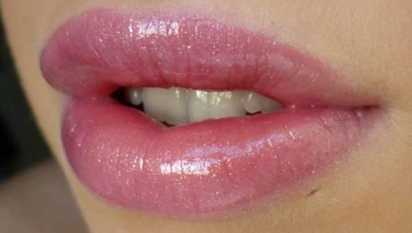 Zoom na usta – lakiery do ust i konturówki od marki Smashbox
