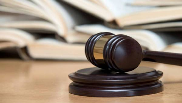 Kiedy idziemy do radcy a kiedy do adwokata?