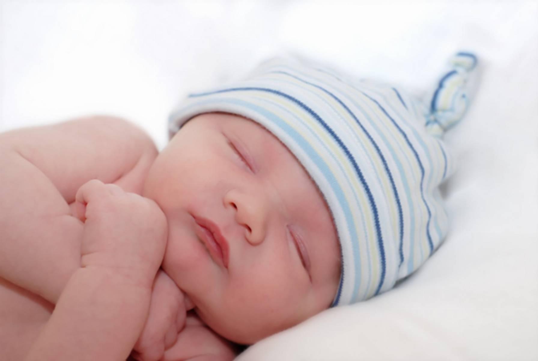 spiace-niemowle-bezpieczenstwo