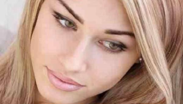 Porady wizażystki: Jak wykonać szybki, minimalistyczny i rozświetlający makijaż