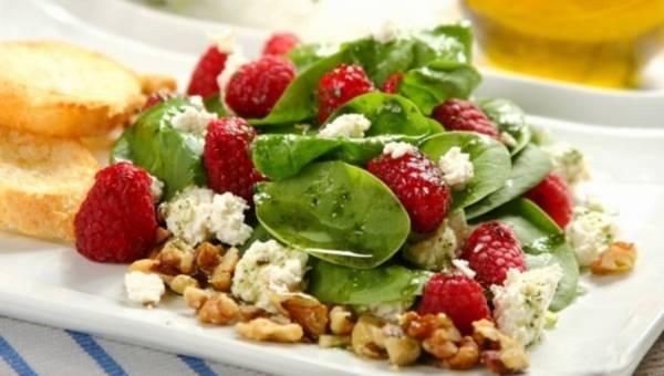 Sałatki z owocami – zaskakująco pyszne przepisy!
