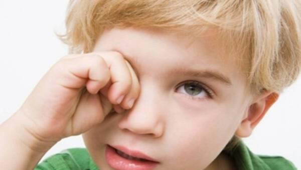 Twoje dziecko często mruży oczy lub je pociera?