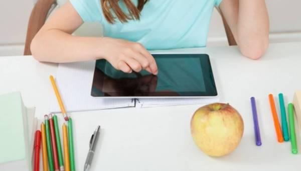 Smartfon? Tablet? Czy dziecko faktycznie potrzebuje ten sprzęt do nauki?
