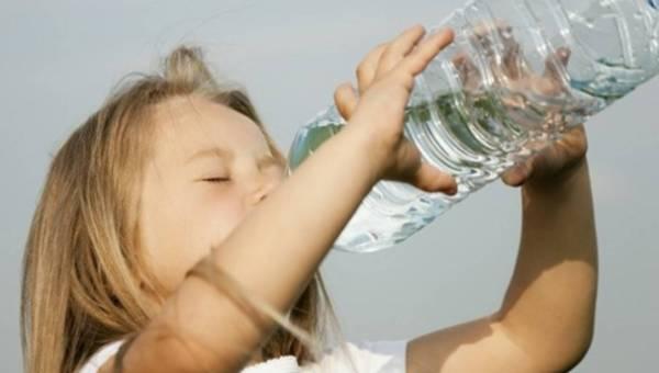 Dlaczego nasz maluch musi pić, gdy jest chory?