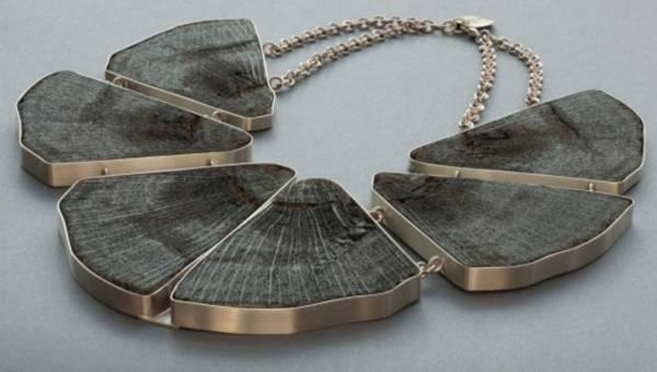 Projektantka Anna Orska przedstawia: naszyjniki z 1000- letniego drewna