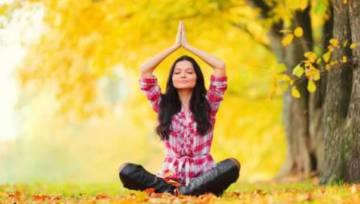 Dlaczego warto ćwiczyć jogę jesienią?