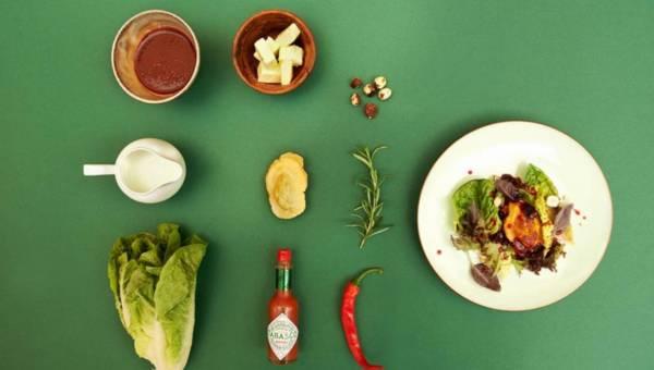 Oscypek na ciepło z TABASCO, konfiturą z owocową i sałatą rzymską