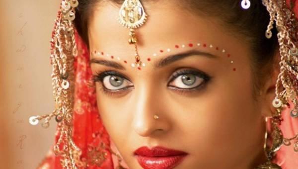 Jak optycznie powiększyć oko – oto triki mistrzyń makijażu z Azji