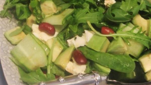 Przepis na: Sałatka z awokado i czerwoną fasolą
