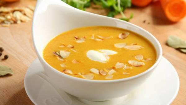 Przepis na: Zupa krem z marchewki i migdałów