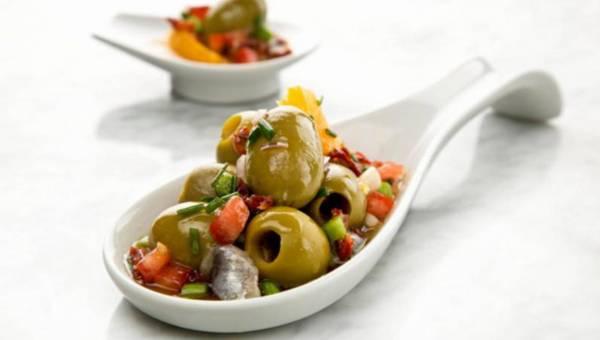 Przepis na: Świąteczne śledziki z hiszpańskimi oliwkami