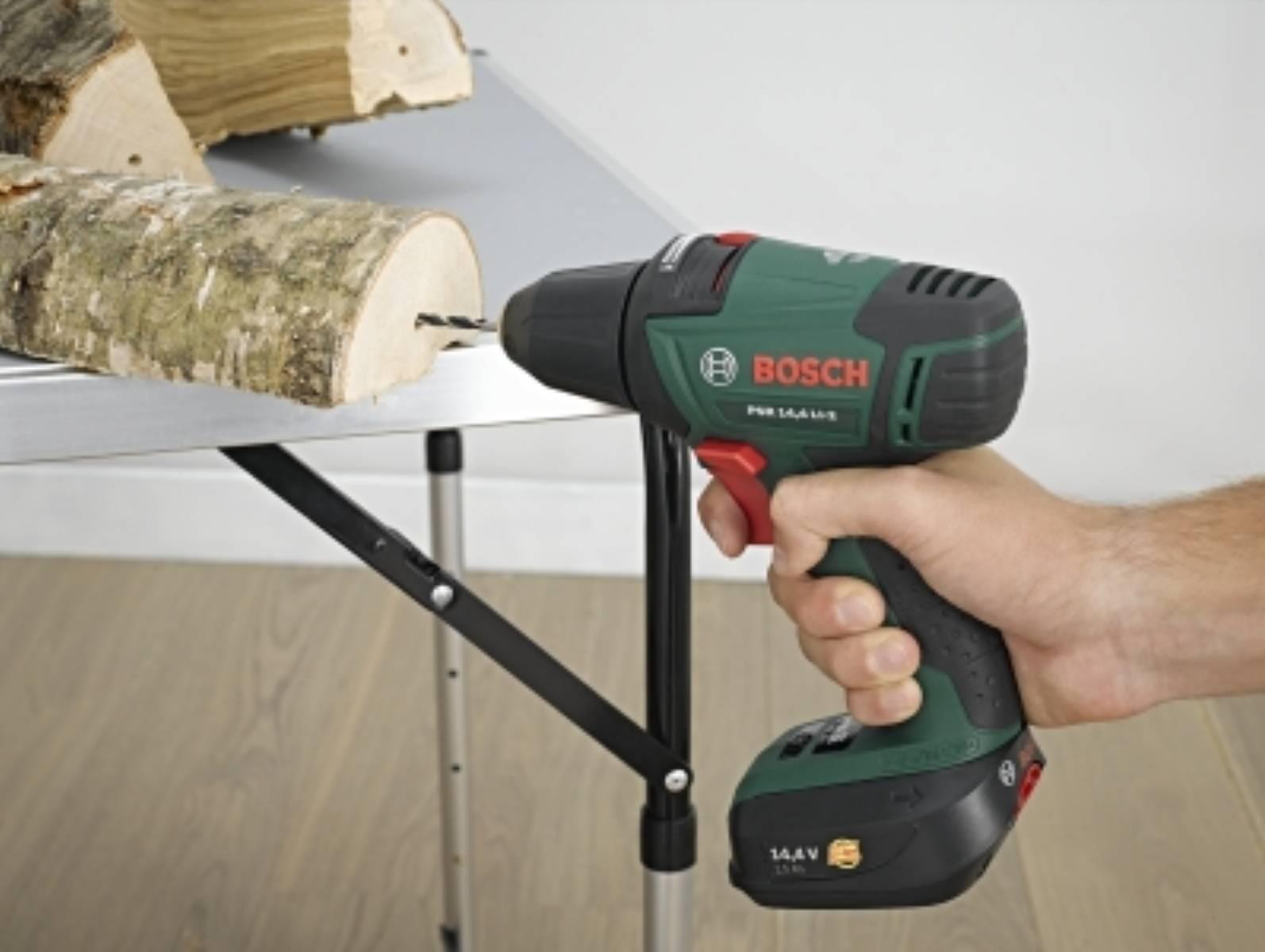 fot. Bosch Choinka ze szczap drewna (3)