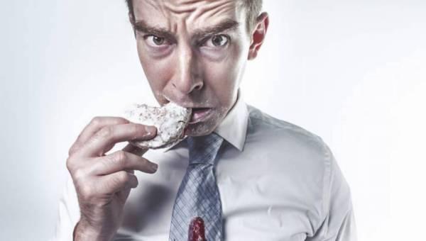 Ekspert wyjaśnia: Uzależnienie od słodyczy – jak się od niego uwolnić?