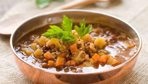 Gulasz z soczewicy z warzywami – wegetariański przepis