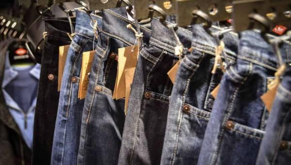 Jeansy – jak je nosić – gotowe stylizacje