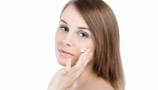 Sucha skóra zimą – ekspert radzi jak z tym walczyć