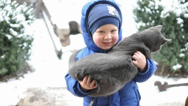 Skóra niemowlaka na zimowym spacerze