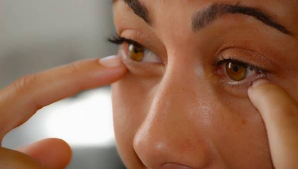 Jak dbać o skórę wokół oczu – proponowane zabiegi