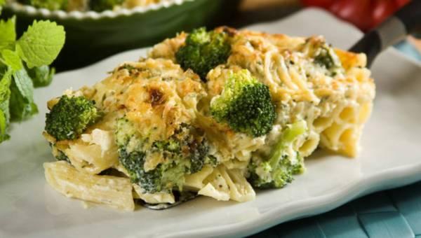 Dla wegetarian: Zapiekanka makaronowa z brokułami