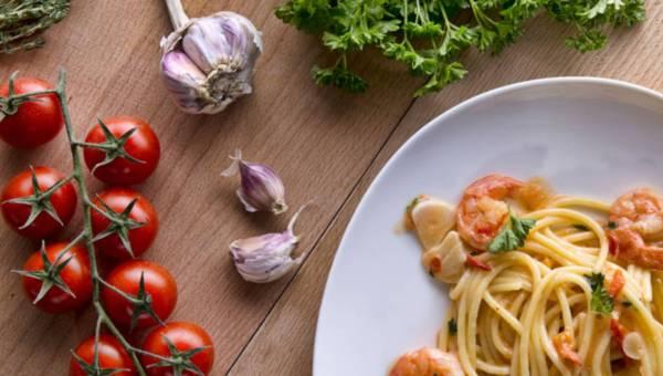 Spaghetti z krewetkami na winie – przepis