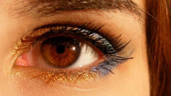 Ekspert radzi: Jak walczyć z cieniami pod oczami