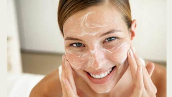 Kosmetyki peelingujące – złuszczanie od stóp do głów