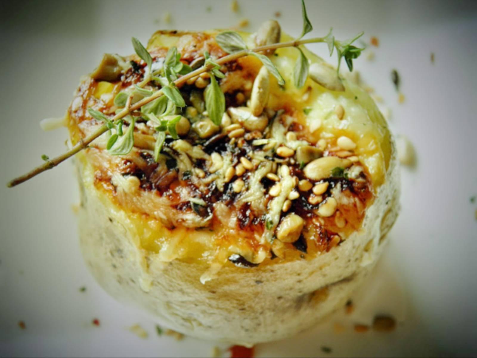 Ziemniaki-pieczone-w-folii,-z-czosnkiem-i-twarogiem-FOT.-sio-smutki.blogspot.com