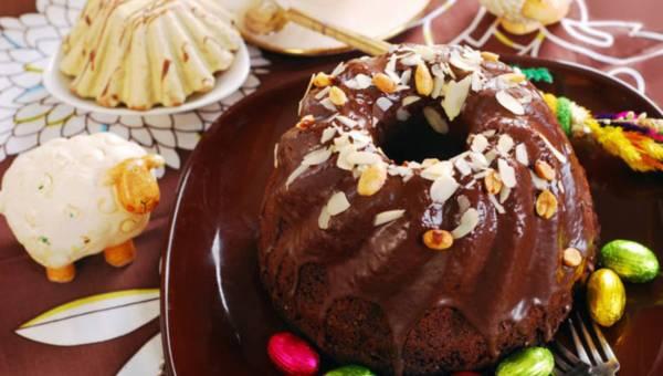Wielkanocna babka czekoladowa z migdałami i orzechami