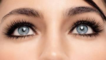 Jak powiększyć optycznie oczy makijażem – 5 sprawdzonych trików