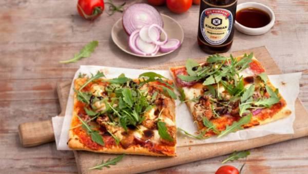 Przepis na: Pizza z kurczakiem i czerwoną cebulą