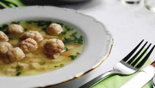 Dlaczego warto jeść zupy – 8  ważnych powodów
