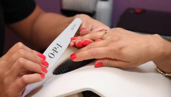 Ekspert radzi: jak dbać o dłonie w domu i w gabinecie urody