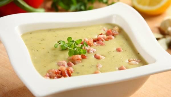 Zupa porowo-ziemniaczana z dodatkiem boczku