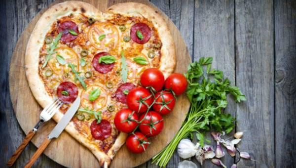 Pizza w kształcie serca na Dzień Mamy