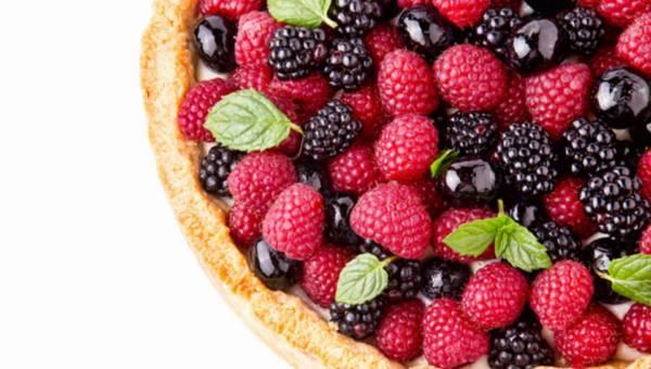 Przepis na: Tarta z kremem i letnimi owocami