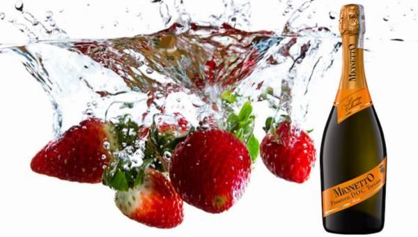 Truskawki i wino musujące Mionetto Prosecco