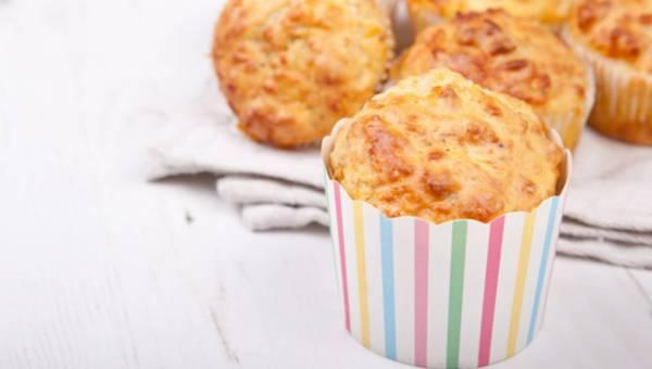 Łatwe wytrawne muffinki z żółtym serem