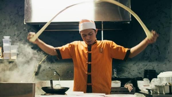 Jak wybierać restauracje na urlopie, by uniknąć zatrucia?