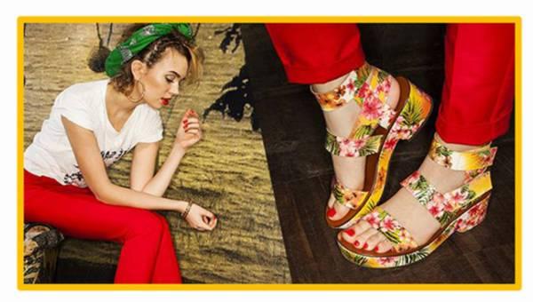 Buty i torebki w tropikalne wzory