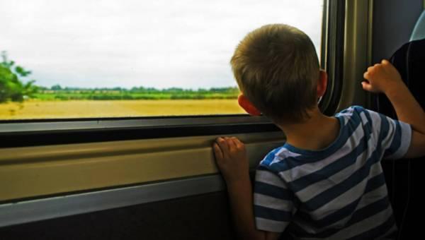 Kilka sprawdzonych sposobów, jak zająć dziecko podczas podróży