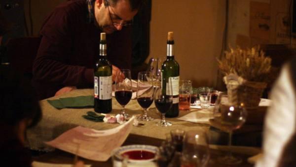 Ekspert radzi: Jak wybierać wino do obiadu?