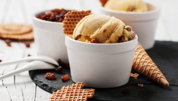 Jak zrobić lody w domu – przepis na lody bakaliowe