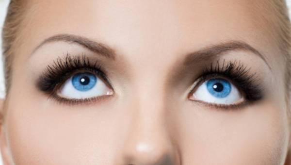Jak dbać o oprawę oczu: Domowa pielęgnacja rzęs