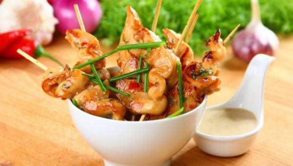 Sataye – tajskie szaszłyki z sosem orzechowym