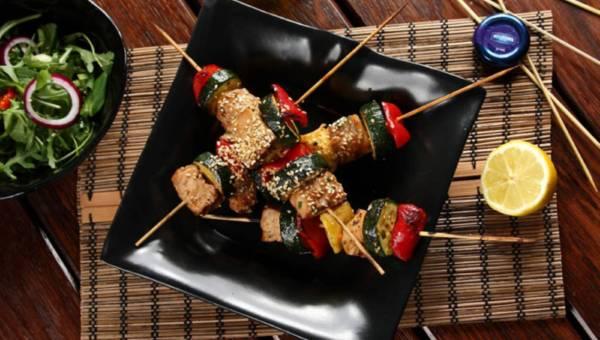 Przepis na: Grillowany szaszłyk z tuńczyka w stylu orientalnym