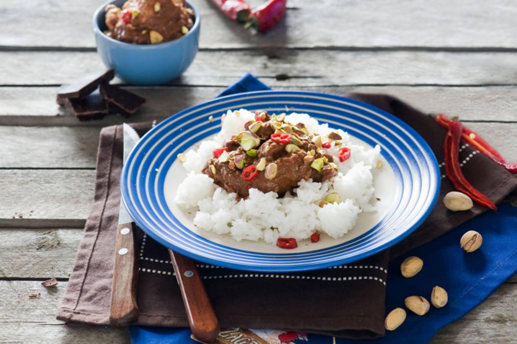 Meksykański kurczak w sosie mole z czekoladą i chili